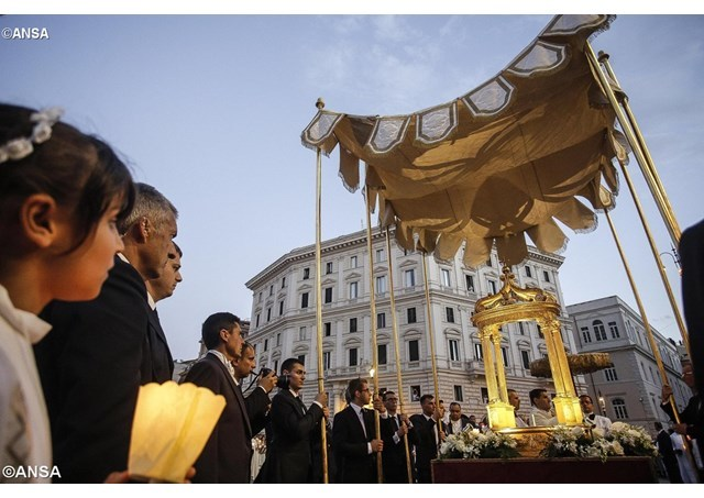教宗主持圣体圣血节礼仪:圣体圣事是天主之爱的活记忆
