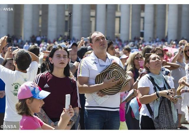 教宗圣母升天节三钟经:圣母带给世界耶稣的喜乐