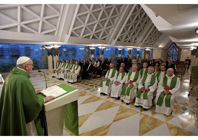 教宗清晨弥撒:接近受苦的人,归还他们的尊严