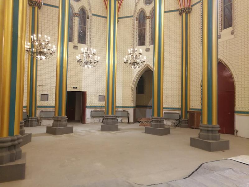 作为历史文物保留下来的原始祭台