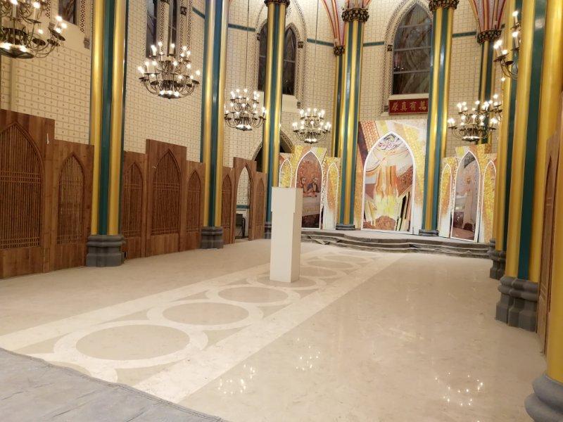 依《礼仪宪章》修缮中的祭台