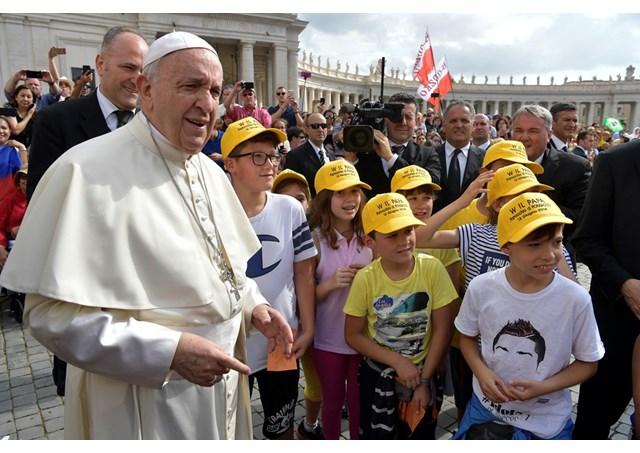 教宗公开接见:青年不该平庸度日,而应以健康的心态不安於现状